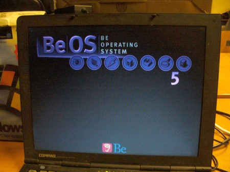 BeOS 5 is booting...